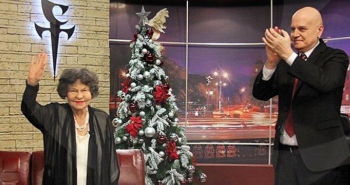 Социалните мрежи са осеяни със снимки с голямата актриса Стоянка