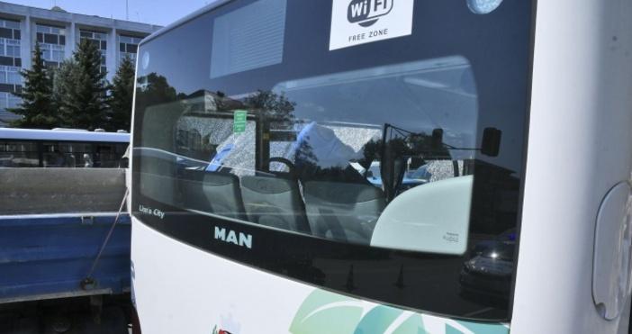 Снимка: Булфото60-годишен мъж пострада при слизане от автобус на градски