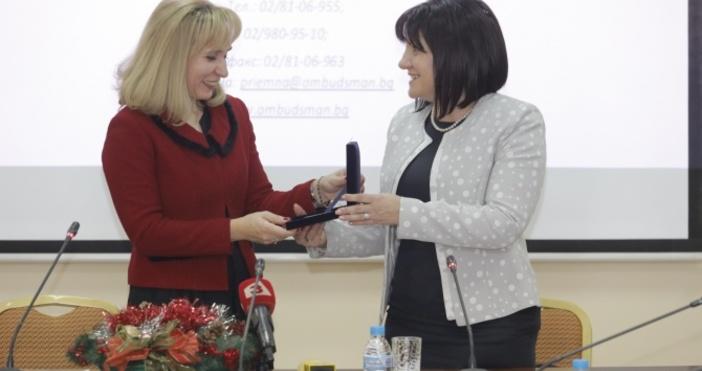 Председателят на парламента Цвета Караянчева поздрави младежите, които се включиха