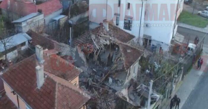 Взрив на бойлер събори къща в Шумен. Семейство остана без