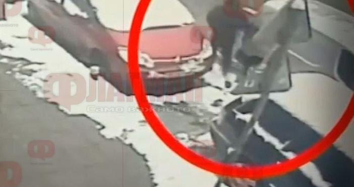 Нагли крадци отмъкват автомобили, докато собствениците им ги чистят от