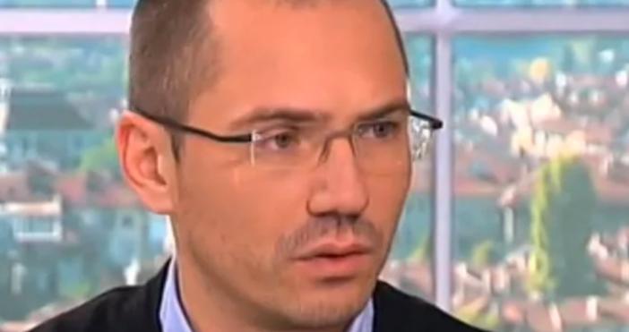 Евродепутатът Ангел Джамбазки е бил спрян от полицаи за проверка