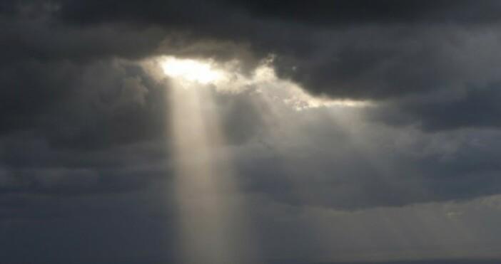 Сутринта над по-голямата част от страната ще има променлива облачност.