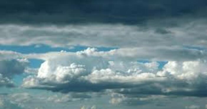 През нощта и в сутрешните часове облачността ще е променлива.