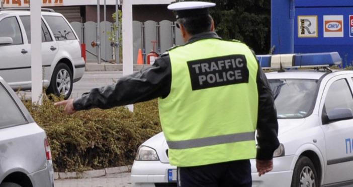 Полицията в Нова Загора залови мъж да шофира с книжка