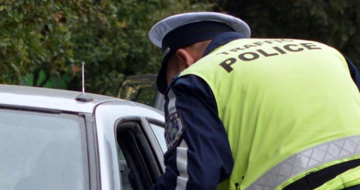 Снимка: БулфотоПолицията в Нова Загора залови мъж да шофира с