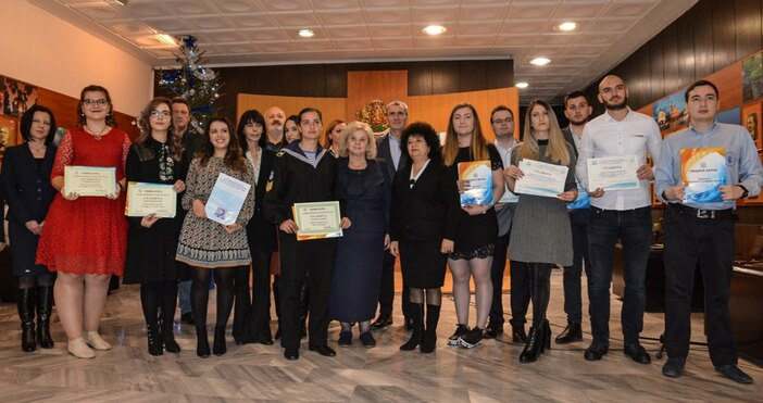 снимка Live.Varna.bgПоименни награди на изявени студенти от университети във Варна