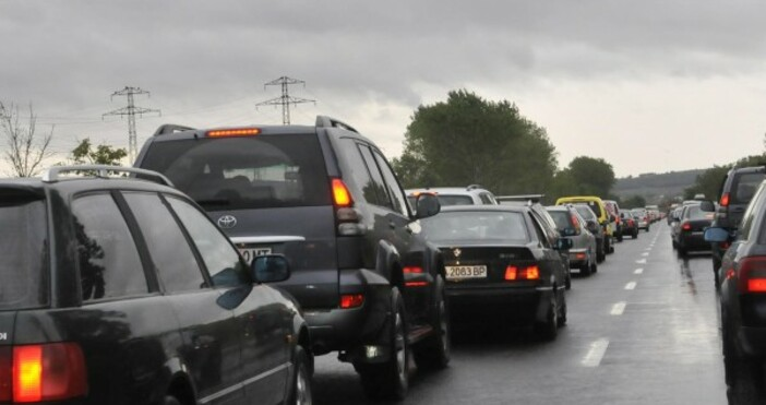 Очаква се интензивен трафикХиляди тръгват на път и днес –