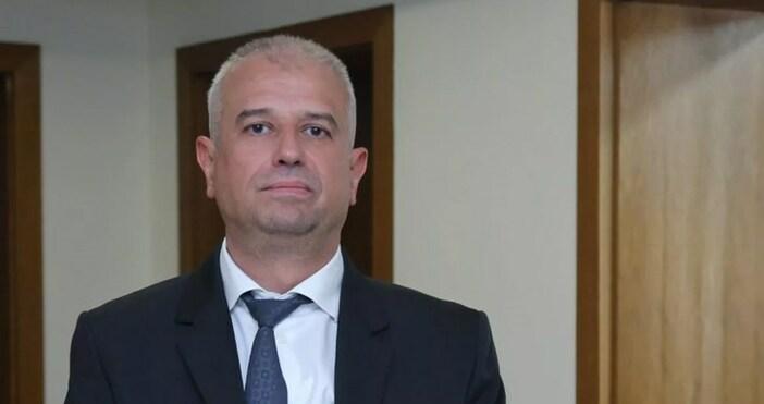 Следователят от Националната следствена служба (НСлС)Бойко АтанасовосъдиМВРда му плати 4000