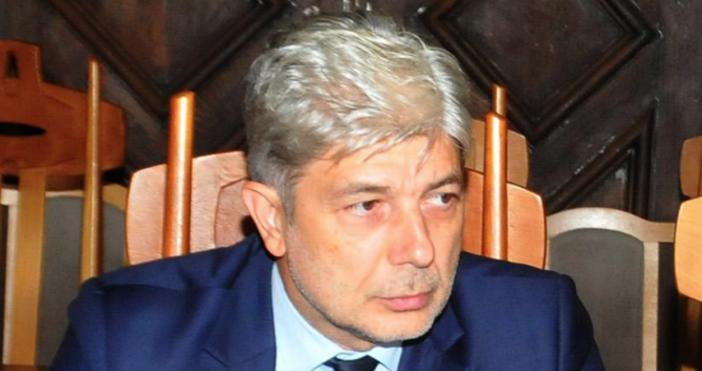 МинистърНено Димовбеше отведен за разпит в спецпрокуратурата, след като още