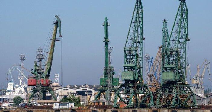 Снимка: Проверяват и пристанището във Варна за внос на боклук от Италия