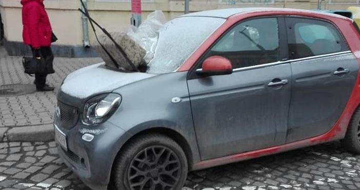 Снимка: Димитър Иванов, Забелязано в СофияАвтомобил осъмна в София с