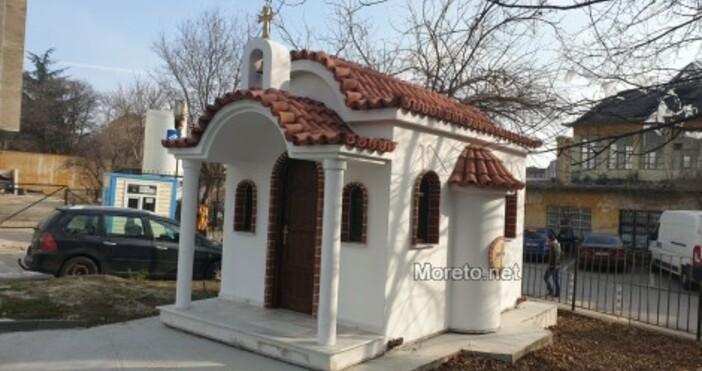 СнимкаMoreto.netМалък параклис бе изграден в двора на АГ болницата във