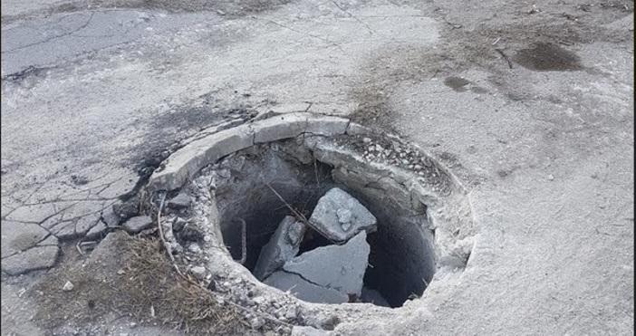 Редактор:Александър Дечевe-mail:alexander_dechev_petel.bg@abv.bgСнимки: ЧитателЗа разбита шахта сигнализира читател на
