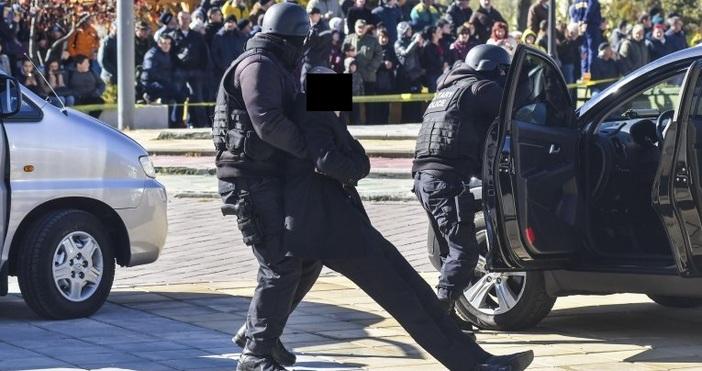Снимка Булфото, архивДвама тежко въоръжени грузинци с автомати, бомби и