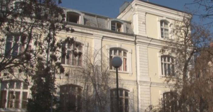 """Кадър: БТВДиректорътна ОУ """"Княз Александър Първи"""