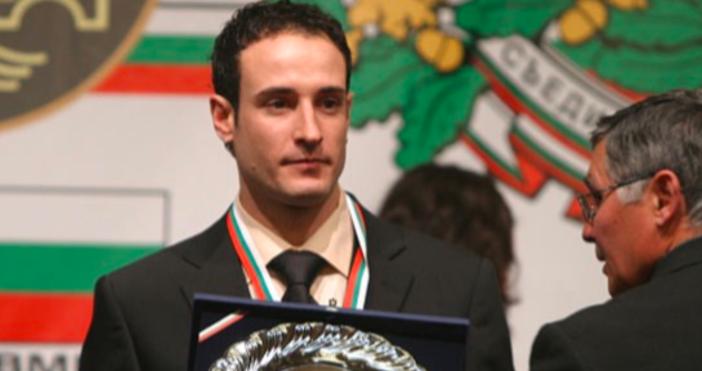 Тъжна вест застигна българския спорт.БившиятшампионпомотоциклетизъмАнтон Каракашев почина след дългаборбасрака, съобщиБлиц.Тото,