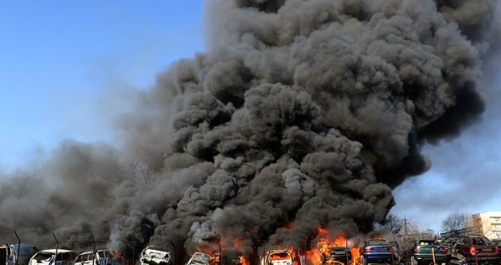 Снимка: Булфото80 автомобила изгоряха в автоморга до жп гарата в