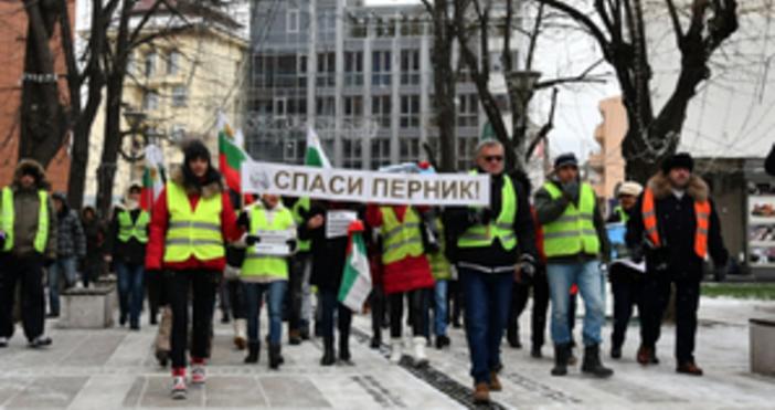 Областният управител на Перник Емил Костадинов официално обяви бедствено положение