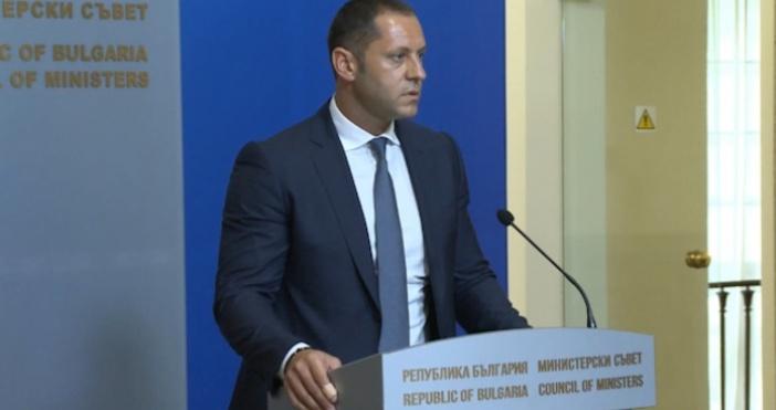 Бившият заместник-министър на икономиката Александър Манолев днес се изправи пред