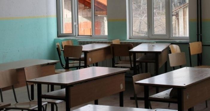 Преустановен е учебният процес в близо 700 училища в страната,