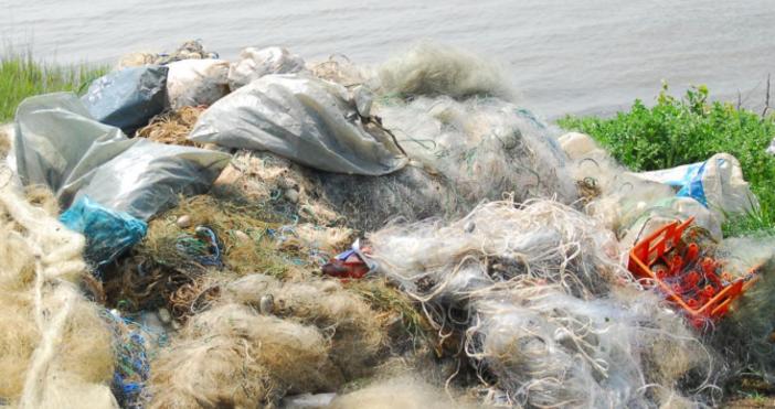 Снимка БулфотоТриста метра бракониерски мрежи са иззети от езерото