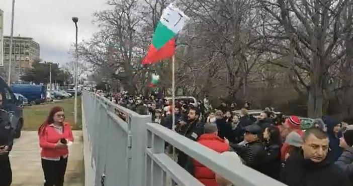 Редактор: ВиолетаНиколаеваe-mail:violeta_nikolaeva_petel.bg@abv.bgПредставители на бизнеса протестираха срещу Наредба Н-18 пред сградата