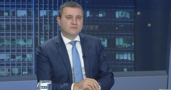 Финансовият министър разкритикува оттеглянето на доверието на президента към правителството.