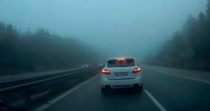 Лек автомобил Porsche Cayenne с бургаска регистрация е застрашил сериозно