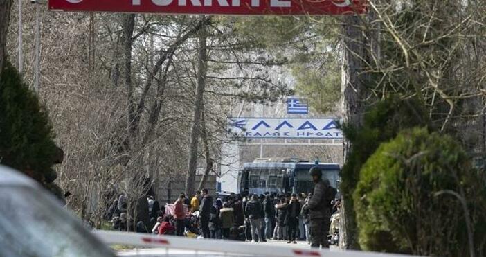 Гръцката гранична полиция и специалните звена за борба с безредиците