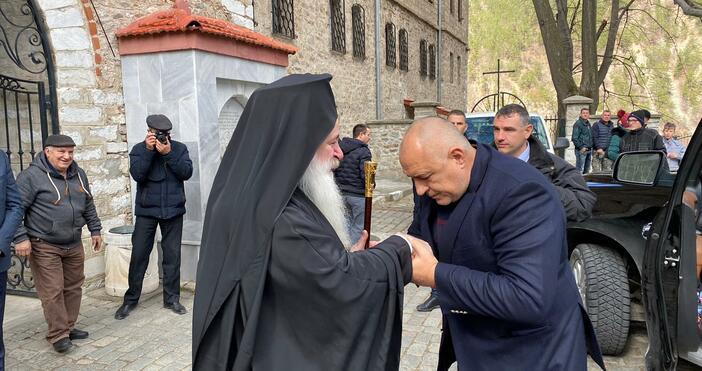 Премиерът Бойко Борисов продължава обиколката си в Пловдивски регион.По-рано той
