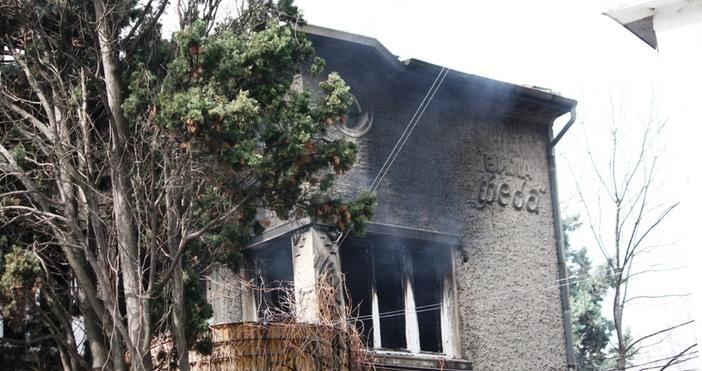 Все още се изяснява причината за вчерашния пожар в изоставената