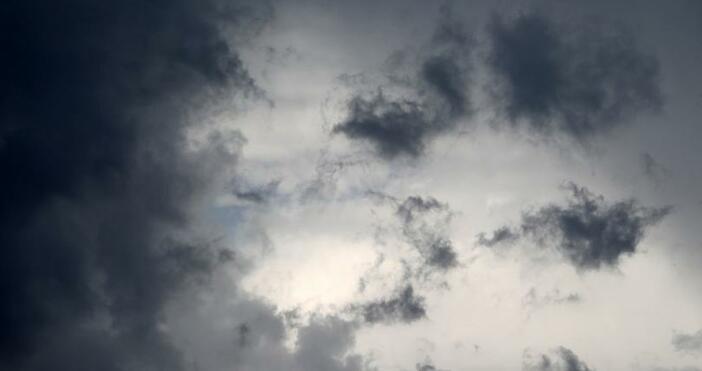 И през следващото денонощие ще се задържи предимно облачно, на