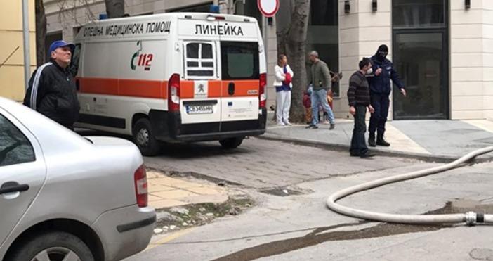"""Снимки: """"Петел""""Голям пожар пламна на ул. """"Цариброд"""" във Варна.На мястото"""