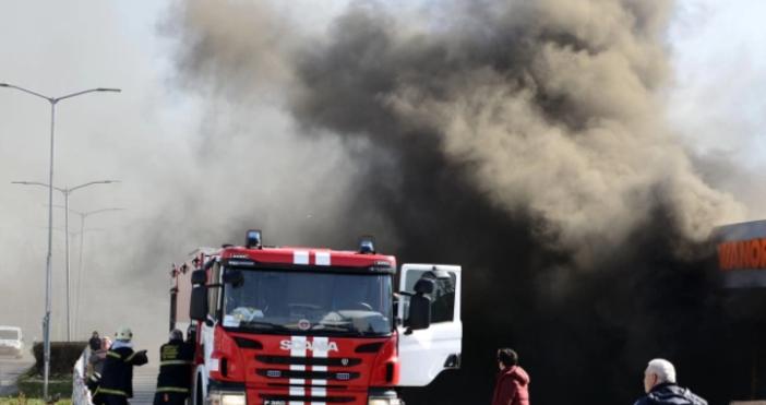 Снимка Булфото, архивЧетирима души са пострадали при пожар в кравеферма