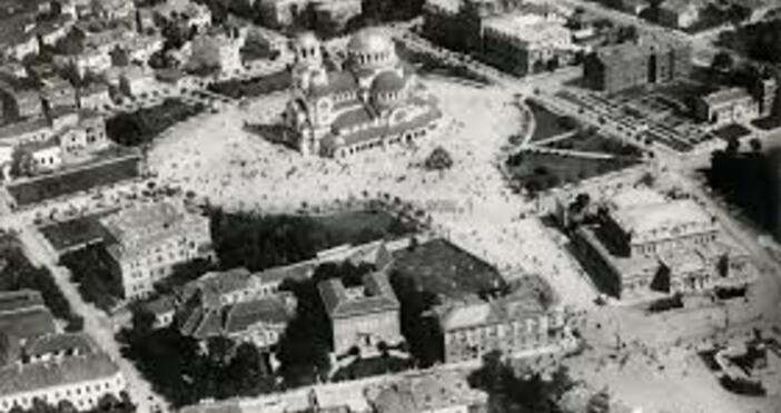 Архивите сочат, че когато София става столица, в града е