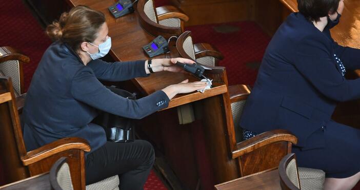 Снимка: БулфотоСвада в парламента избухна заради депутатските заплати. Четири са