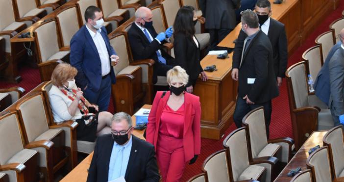 Народното събрание реши депутатите, членовете на Министерски съвет и ръководителите