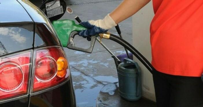 Цената набензинА95 в България продължава да пада и вече горивото