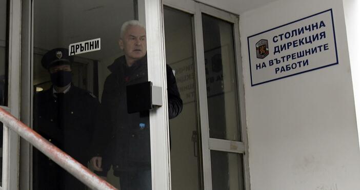 Снимка: БулфотоОбщинският съветник Волен Сидеров, който призова хората да не