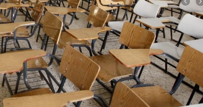 Снимка: Булфото15 800 ученици са напуснали училищепрез учебната 2018/2019 година,