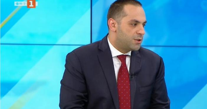 Кадър: БНТМинистърът на икономикатаЕмил Караниколовкоментира пред БНТ състоянието на икономиката