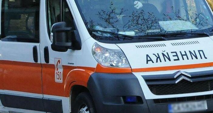 Снимка: БулфотоАвтобус с военнослужещи се сблъска слек автомобил на оживен