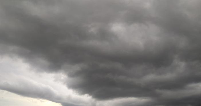 В събота над страната отново ще има значителна облачност, ще