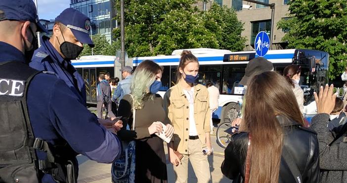 """Снимки: """"Петел""""Общинска полиция проверява документите на хората, които ще протестират"""