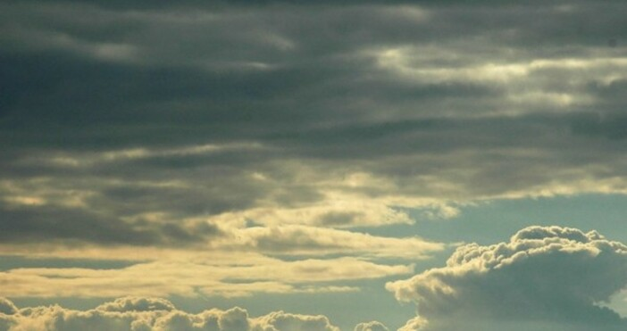 Днес ще преобладава слънчево време с повече облаци преди обяд