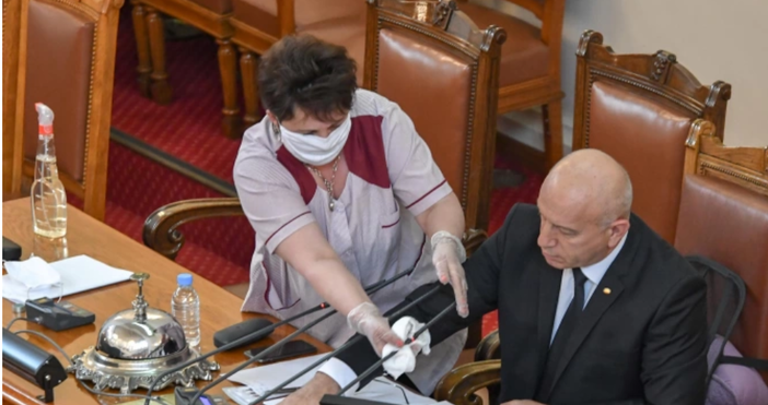 Снимка: БулфотоПротивоепидемичните мерки на Народното събрание са на стойност 54