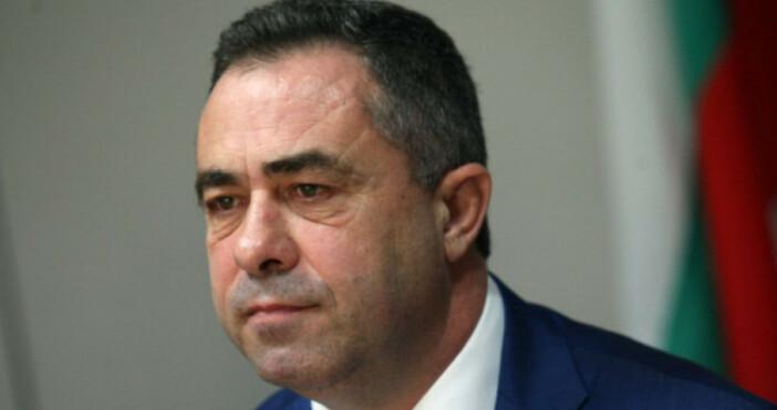 Снимка БулфотоНе съм задържан, заяви заместник-министърът Красимир Живков, който малко