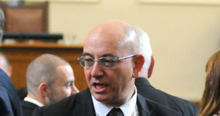 Снимка Булфото, архив Прокуратурата е иззела компютъра на екоминистъра Емил