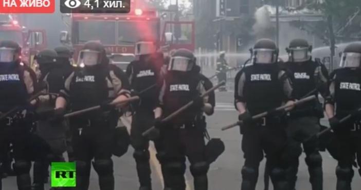 Кадри РТПротестите в Минеаполис ескалират.Властите в Минесота арестуваха екипа на